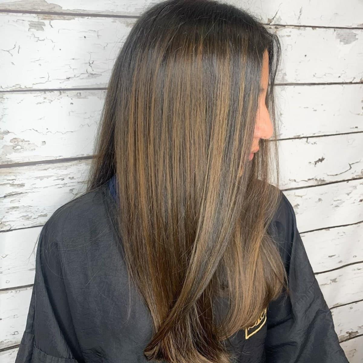 mèches brun caramel sur cheveux noirs