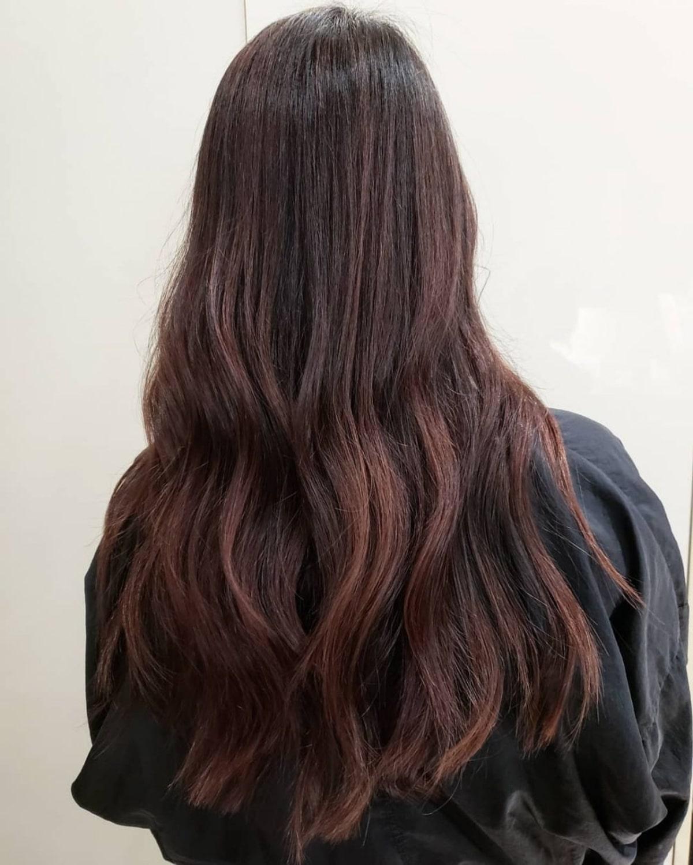 reflets roux sur cheveux noirs