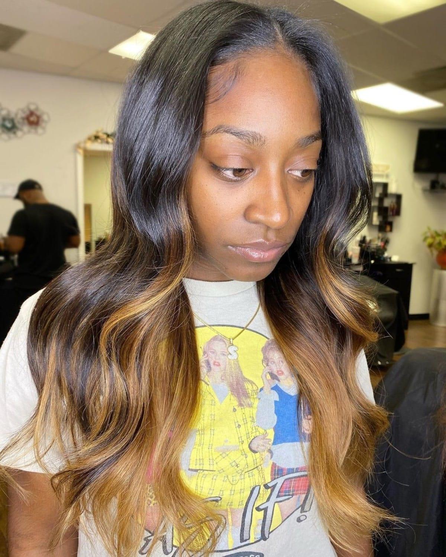 mèches brunes chaudes sur cheveux noirs pour femmes noires