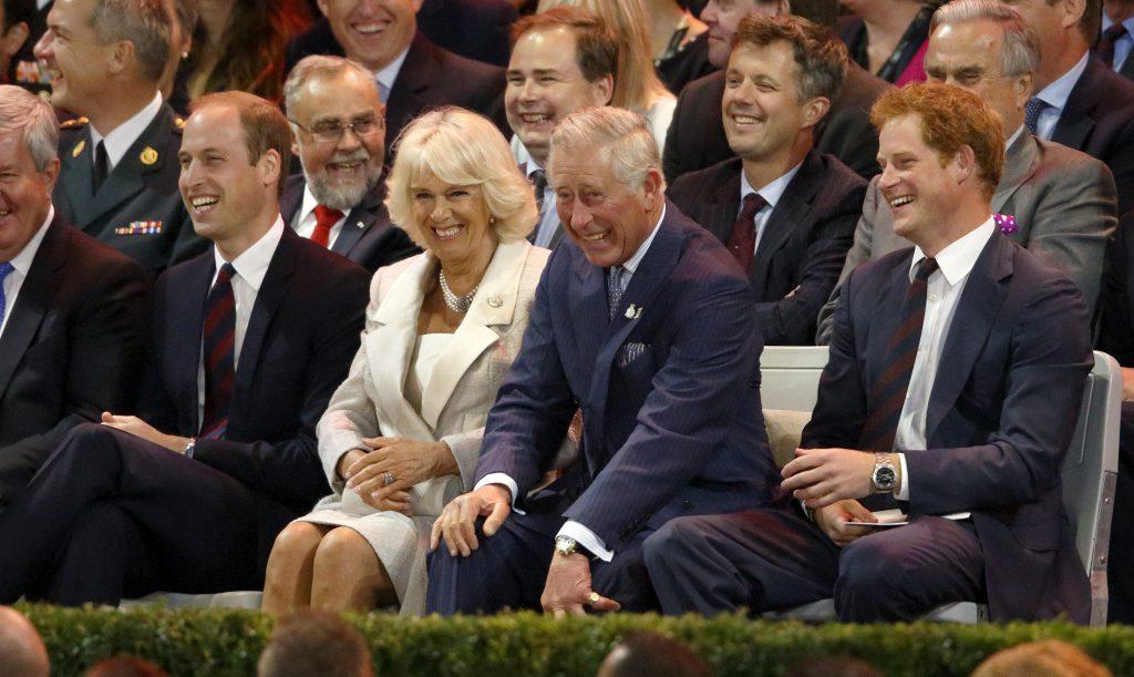 Le prince William, duc de Cambridge, Camilla, duchesse de Cornouailles, le prince Charles, prince de Galles et le prince Harry assistent à la cérémonie d'ouverture des Jeux Invictus au parc olympique Queen Elizabeth, le 10 septembre 2014.