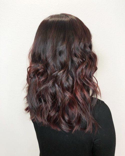 Couleur de cheveux brun rougeâtre acajou