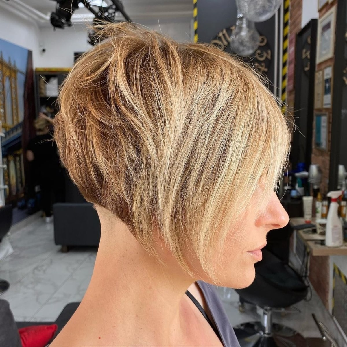 Coupe de cheveux courte et dégradée