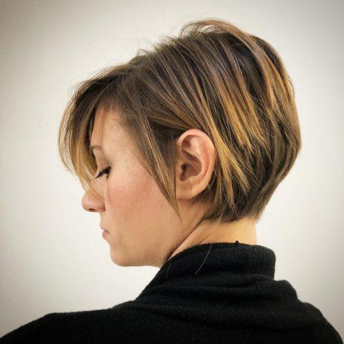 Couches superposées avec franges latérales pour cheveux droits