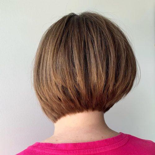 Coupe de cheveux inversée superposée