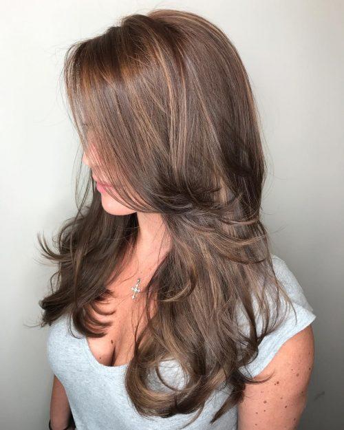 Plumes naturelles et couches volumineuses pour cheveux longs