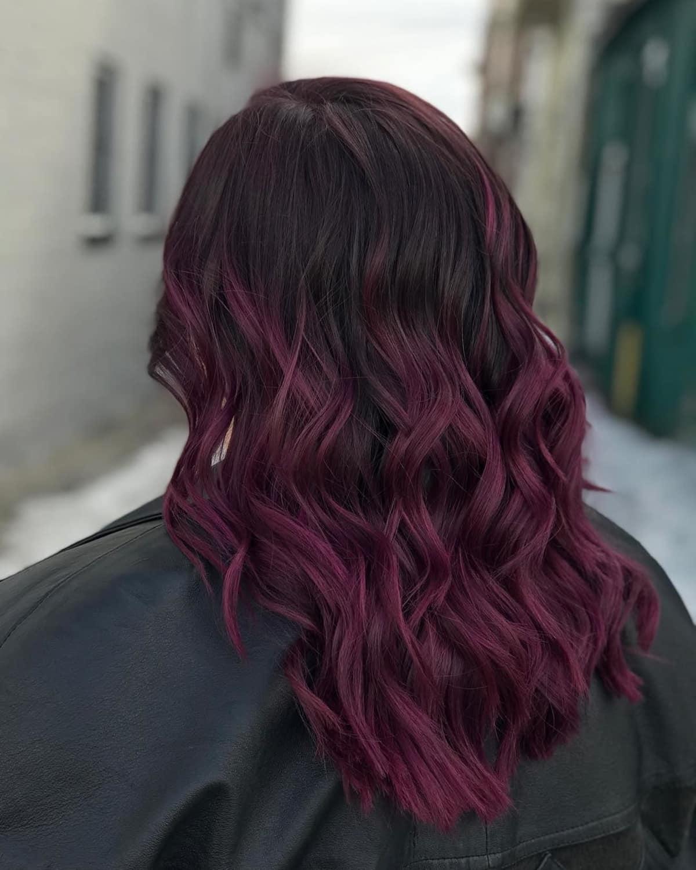 Couleur de cheveux violet bordeaux