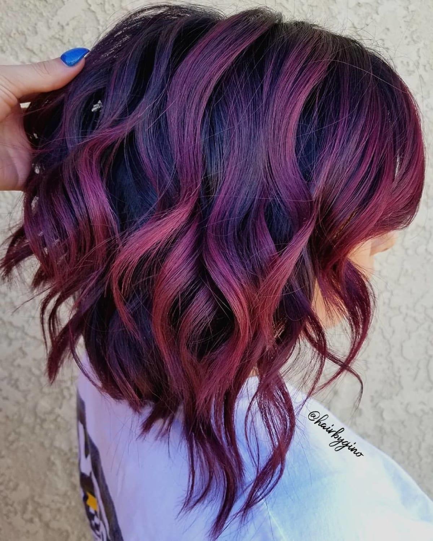 Cheveux violet cerise