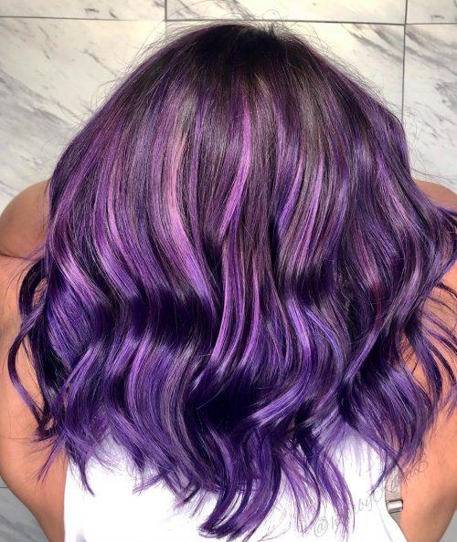 Violet profond et cheveux violets