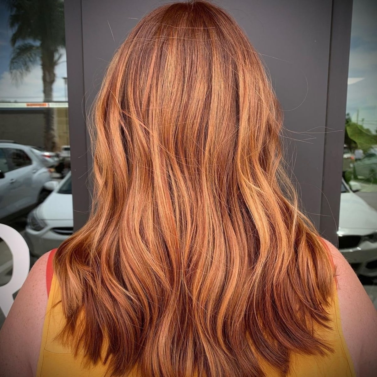 Cheveux roux clair et doré avec mèches