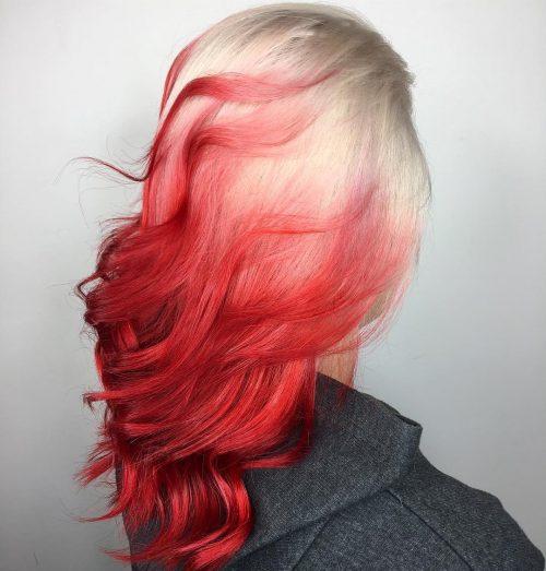 Rouge et blond balayé latéralement