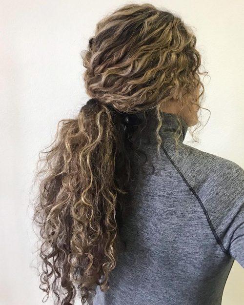 Queue de cheval cheveux naturels bouclés