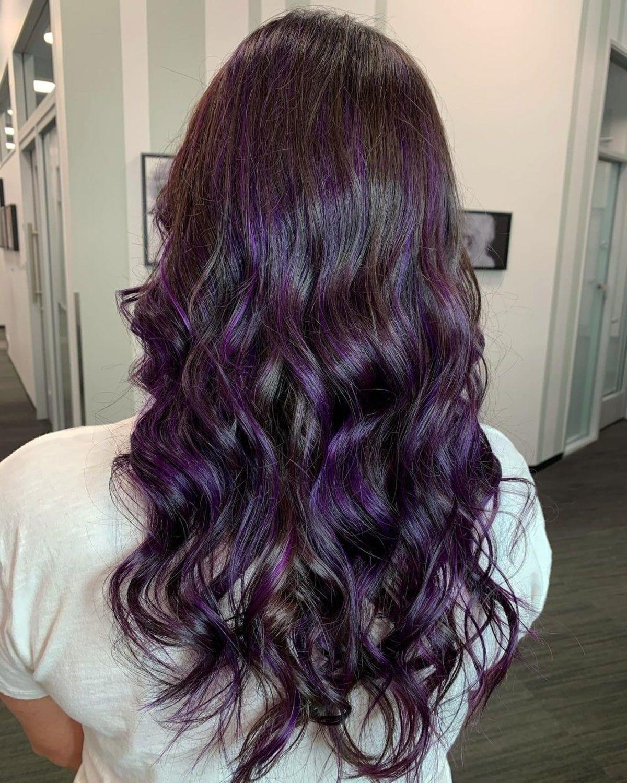 Mèches violettes pour cheveux foncés