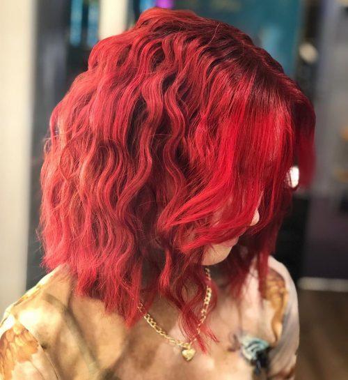 Cheveux ondulés crêpés