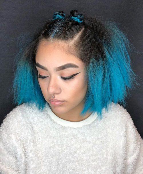 Cheveux crêpés aux épaules