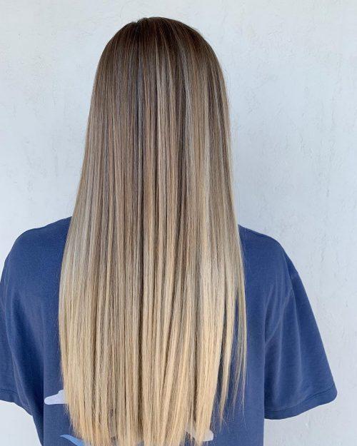 Mèches blondes balayage sur cheveux droits