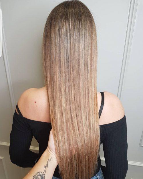Balayage brun clair sur cheveux raides