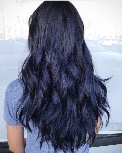 Couleur de cheveux bleu métallisé foncé