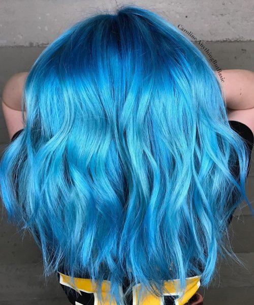 Couleur de cheveux bleu néon foncé