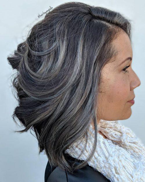Couleur de cheveux gris foncé et bleu
