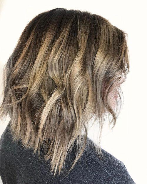 Balayage brun à blond pour cheveux mi-longs