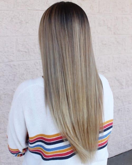 Racines brunes naturelles à blond beige