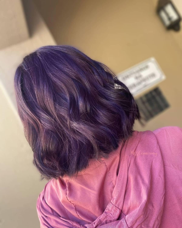 Cheveux marron violet prune clair