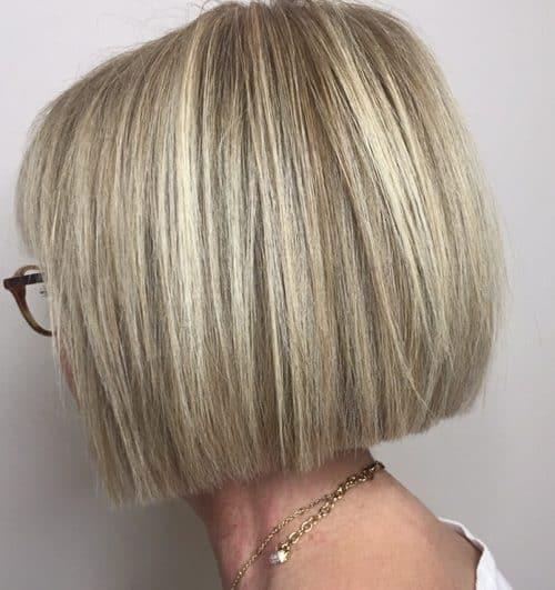 Modern Blunt Bob pour plus de 60 ans cheveux raides
