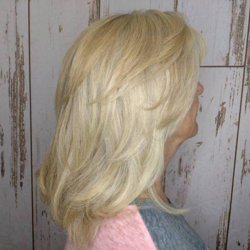 Coupe de cheveux mi-longs dégradés pour cheveux fins