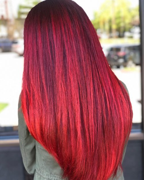 couleur de cheveux rouge vif et violet