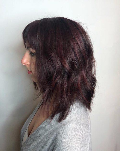 Couleur de cheveux violet rougeâtre et marron