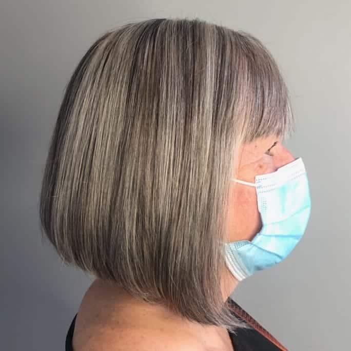 Coupe de cheveux légèrement angulaire