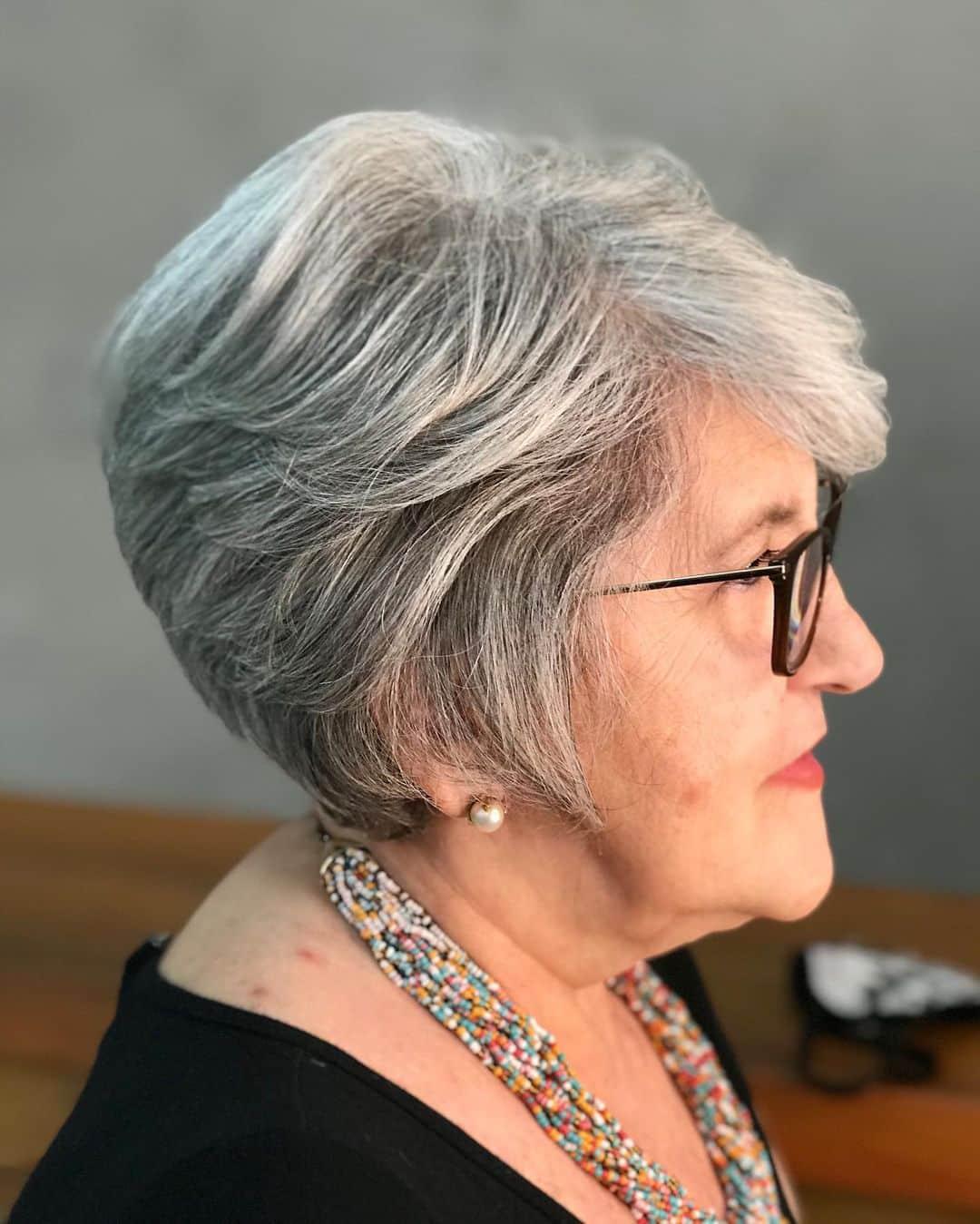 La coupe longue pour une femme plus âgée