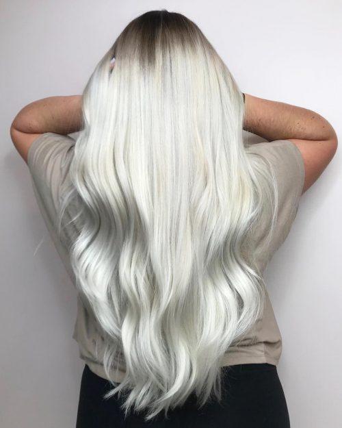 Blond clair glacé avec racines foncées