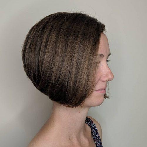 Coupe de cheveux très courte en coin