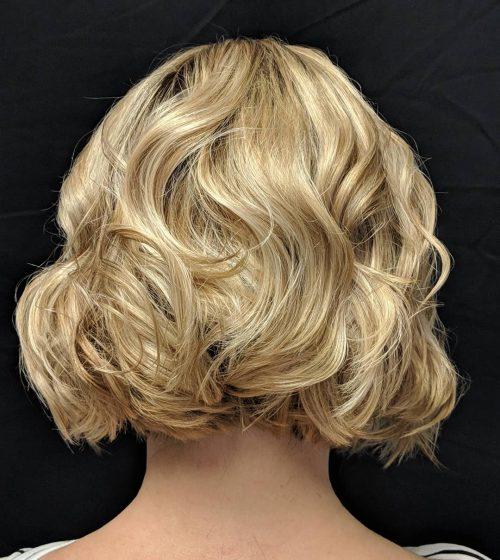 Bob frisé blond clair