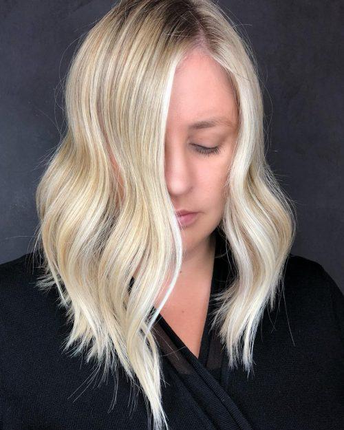Longs cheveux blonds