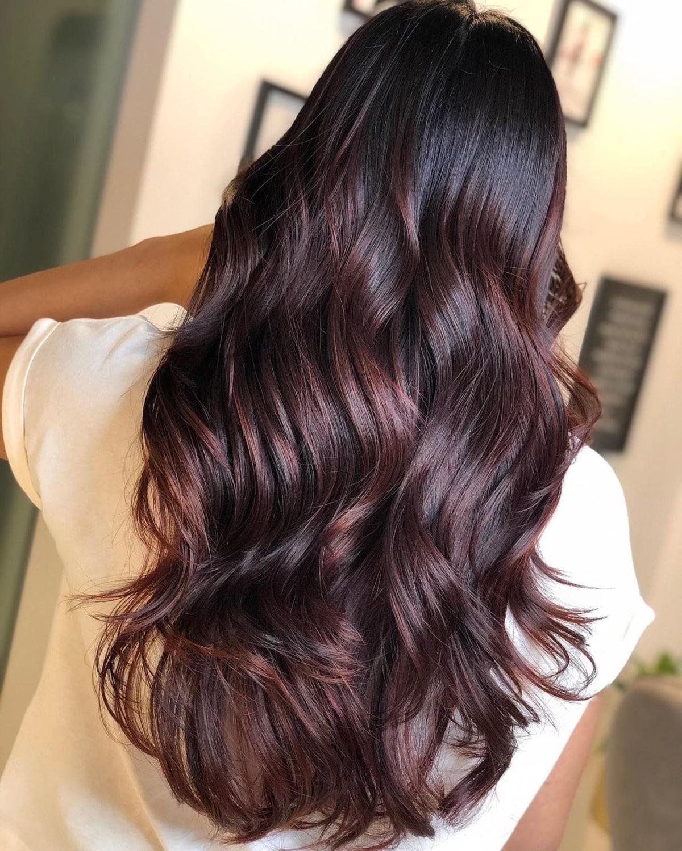 Cheveux dégradés bourgogne foncé