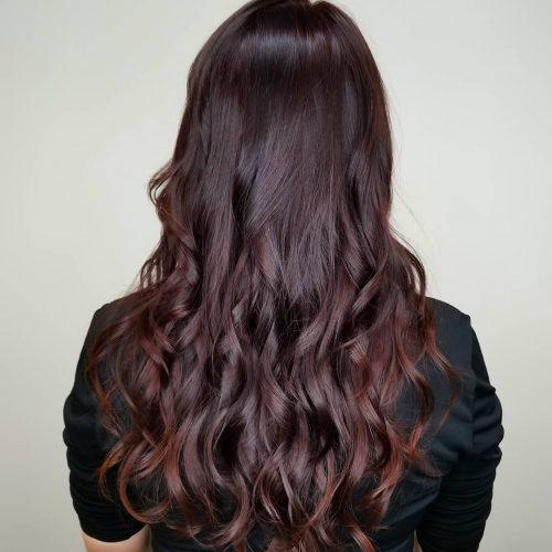 Cheveux bourgogne foncé