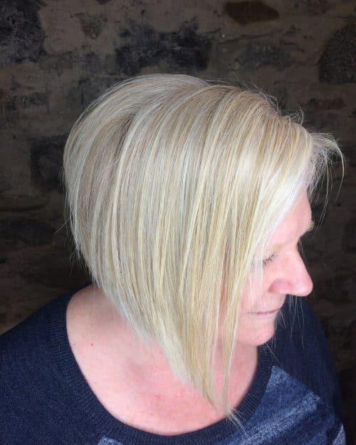 Superbe coiffure à étages pour cheveux fins