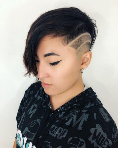 Sous-coupe Pixie avec lignes rasées