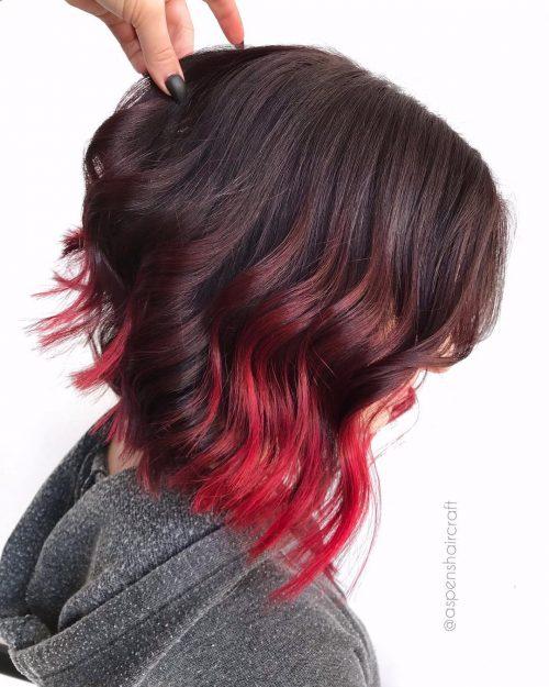 Ombre brun foncé à rouge sur cheveux courts