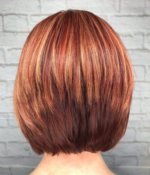 Cheveux roux plus courts avec des mèches blondes