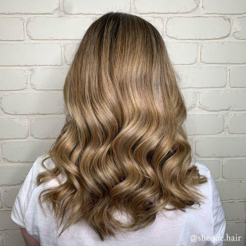 Cheveux blonds crémeux