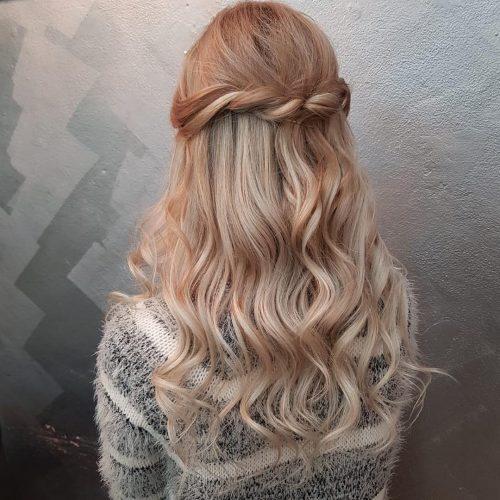 Magnifiques mèches blond cendré sur cheveux châtain clair