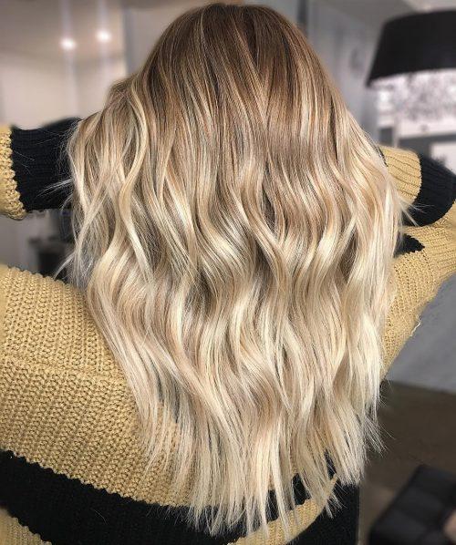 Base brun châtain clair avec des reflets blond platine