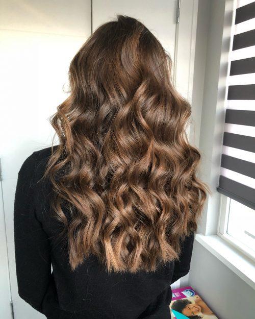 Photo d'une coiffure de fête à vagues complètes