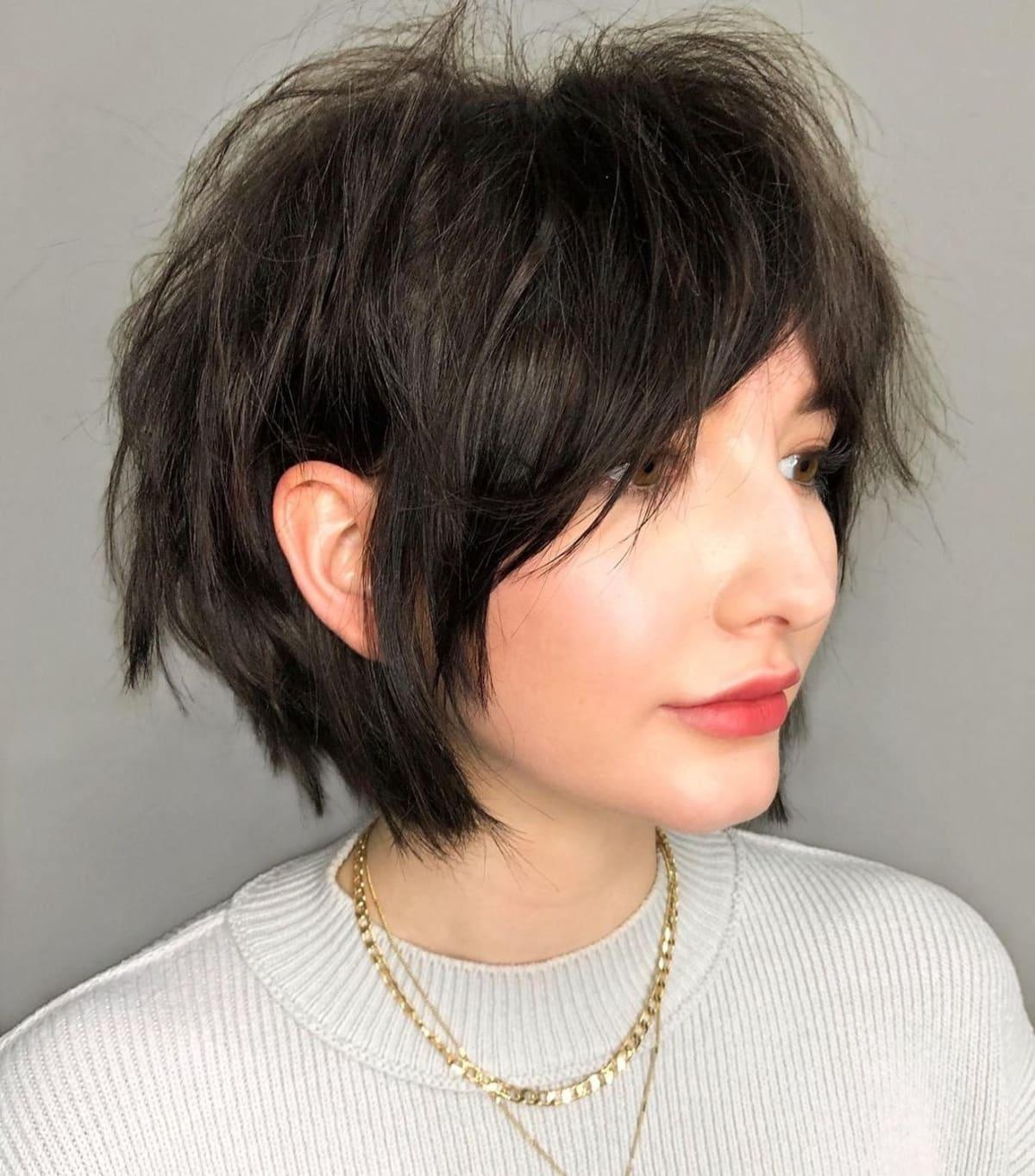 Cheveux courts avec frange