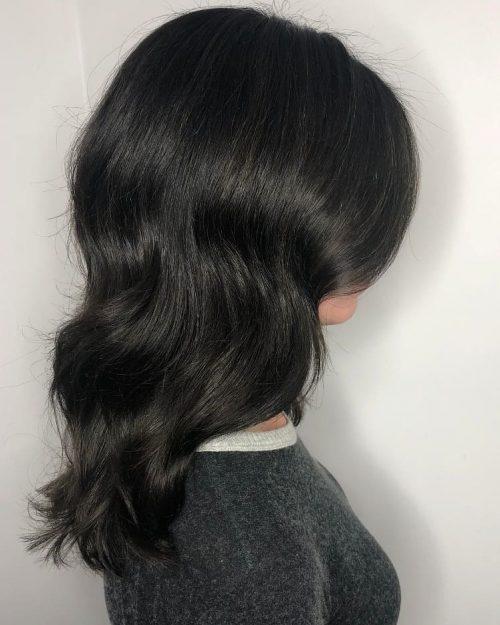 Cheveux ondulés et brillants