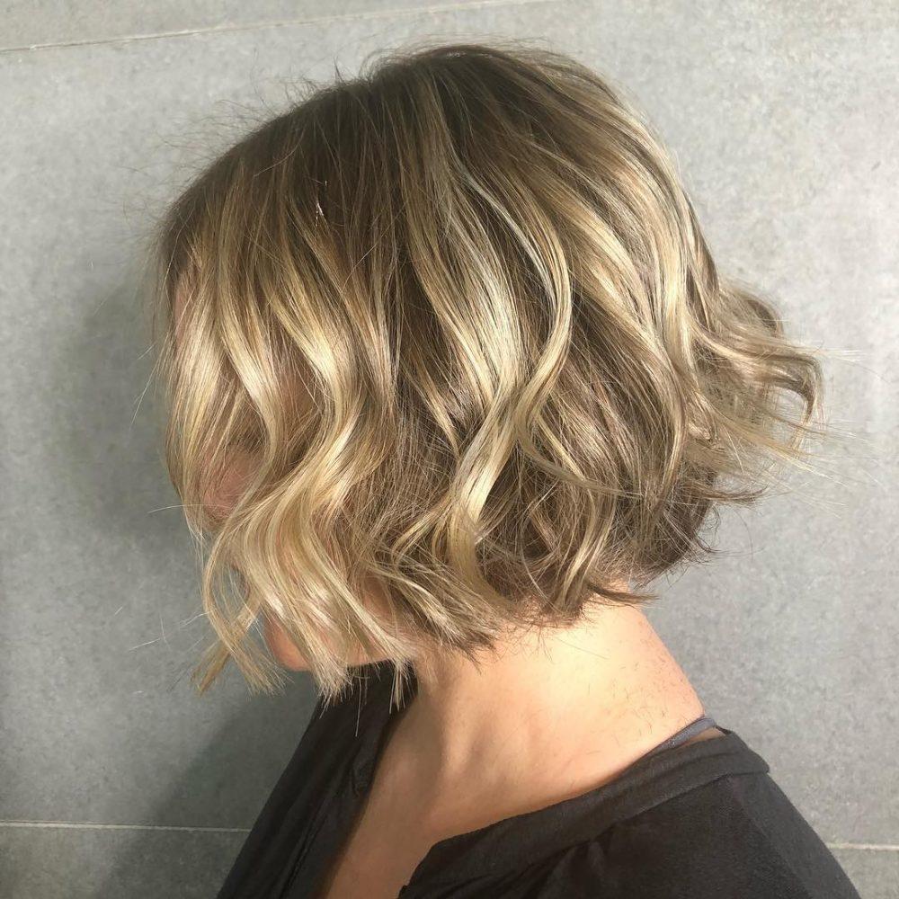 Une coupe de cheveux floue et polyvalente