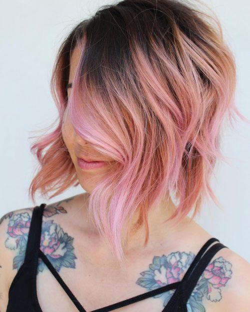 Ombre de l'or rose sur les cheveux foncés